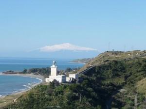 Capo Spartivento o Capo Bruzzano sullo sfondo dell'Enta