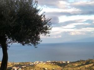 Lo spettacolare panorama dal borgo antico di Brancaleone (RC)